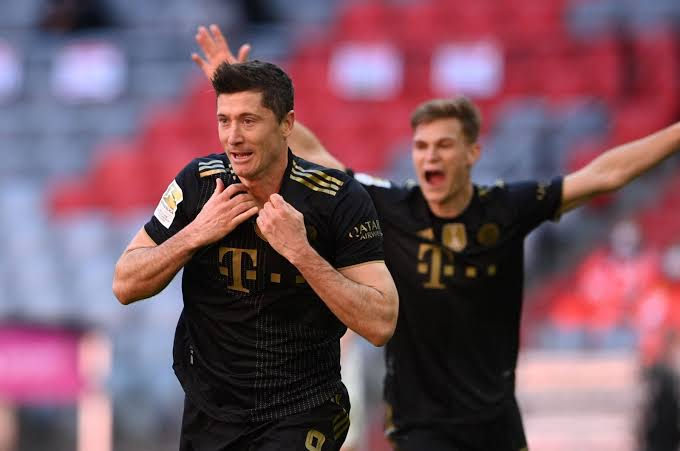 Lewandowski smashes Bundesliga goalscoring record for a season