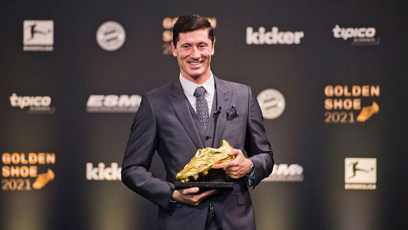 Lewandowski awarded with his European Golden Boot award